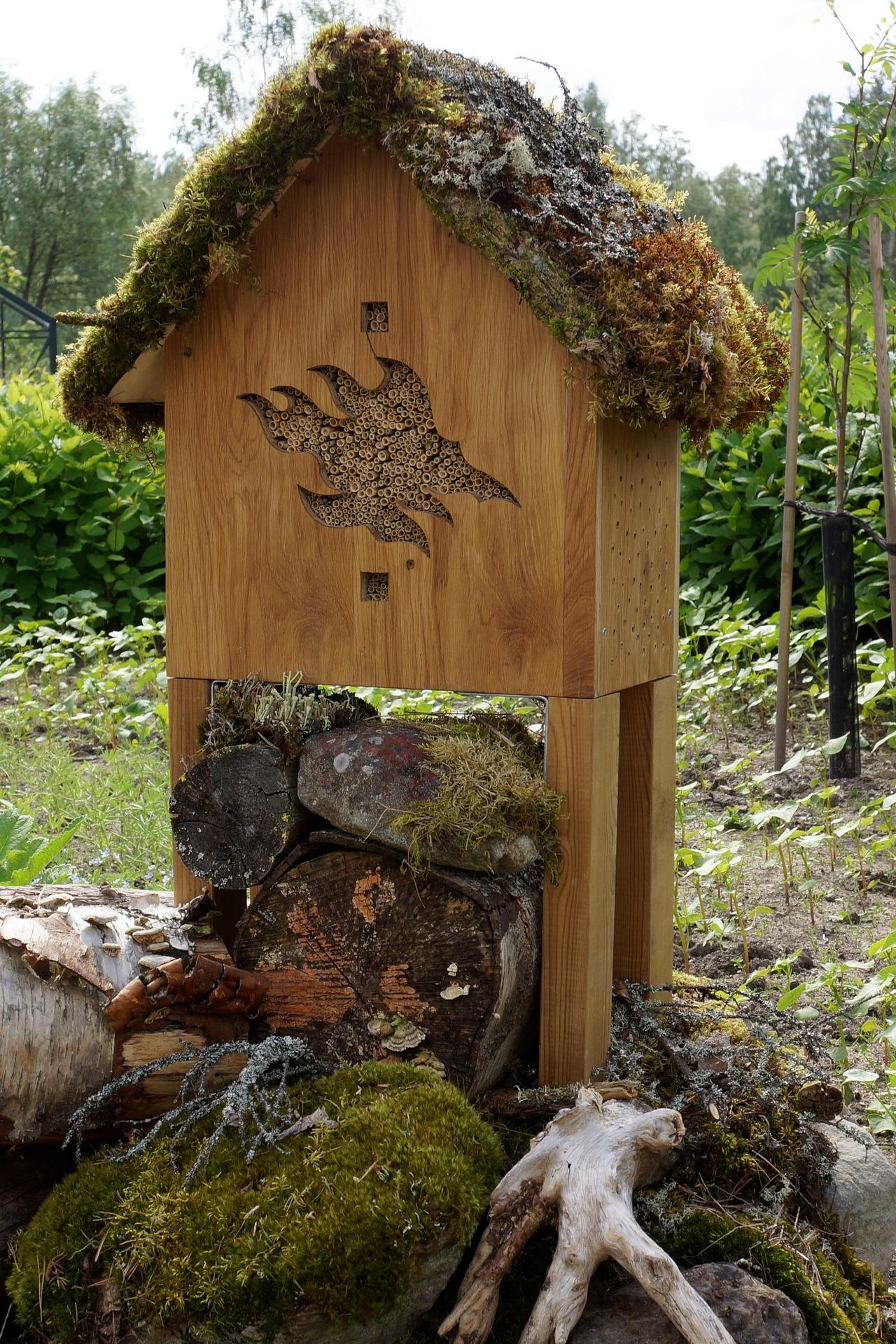 Wilde Bienenvilla für Bienen und andere Insekten